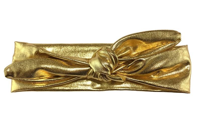 Glanzend goudkleurig peuter, kleuter haarbandje in leerlook.  Het haarbandje is rekbaar en makkelijk zelf te knopen.  Leuk te combineren met heel veel kleertjes uit allerlei collecties! Het haarbandje is ongeveer 4.5 centimeter breed.