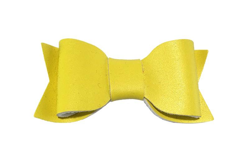 Leuk fel geel leren peuter, kleuter meisjes haarstrikje. In een leuke dubbellaagse look. Op een haarknipje met kleine tandjes.