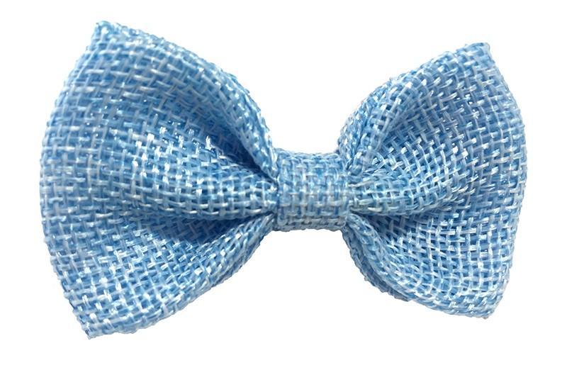 Leuk! Mooi licht blauw haarstrikje van jute / linnenlook stof.  Het strikje is vastgemaakt op een alligatorknipje van 4 centimeter.  Staat bij allerlei kapseltjes voor peuter meisjes tot wat grotere meisjes leuk en is makkelijk in de haartjes te zetten.