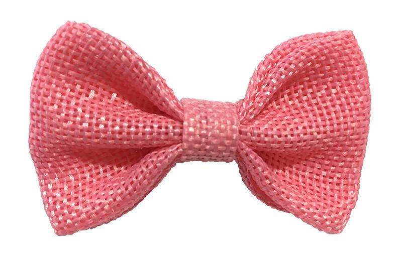 Leuk! Mooi licht roze haarstrikje van jute / linnenlook stof.  Het strikje is vastgemaakt op een alligatorknipje van 4 centimeter.  Staat bij allerlei kapseltjes voor peuter meisjes tot wat grotere meisjes leuk en is makkelijk in de haartjes te zetten.