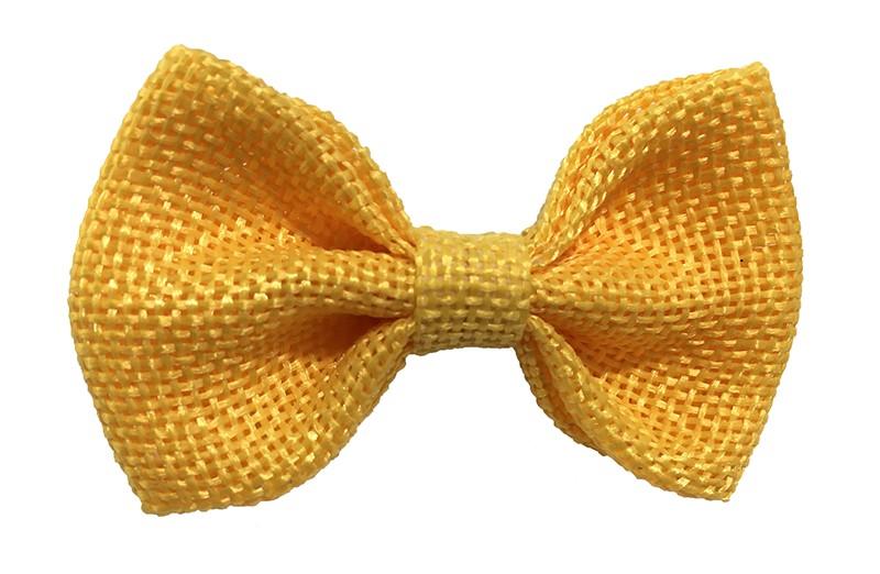 Leuk! Mooi oker geel haarstrikje van jute / linnenlook stof.  Het strikje is vastgemaakt op een alligatorknipje van 4 centimeter.  Staat bij allerlei kapseltjes voor peuter meisjes tot wat grotere meisjes leuk en is makkelijk in de haartjes te zetten.