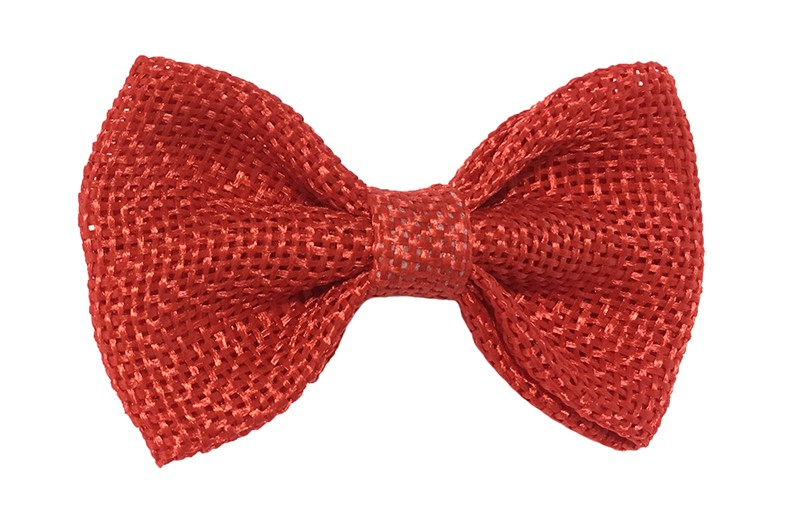 Leuk! Mooi rood haarstrikje van jute / linnenlook stof.  Het strikje is vastgemaakt op een alligatorknipje van 4 centimeter.  Staat bij allerlei kapseltjes voor peuter meisjes tot wat grotere meisjes leuk en is makkelijk in de haartjes te zetten