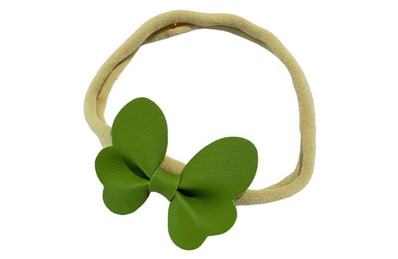 Schattig nylon peuter kleuter haarbandje.  Met een groen leren vlindertje.  Het haarbandje is van dun goed rekbaar nylon daardoor geschikt vanaf ongeveer 1 tot 6 jaar.