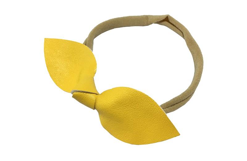 Schattig nylon peuter kleuter meisjes haarbandje.  Van dun rekbaar nylon.  Met een oker geel nepleren knoopstrikje.