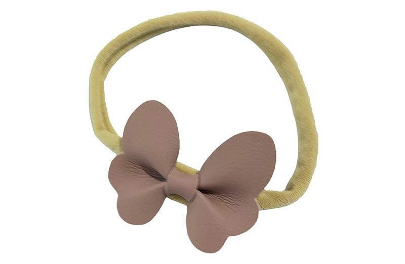 Schattig nylon peuter kleuter haarbandje.  Met een oud roze  leren vlindertje.  Het haarbandje is van dun goed rekbaar nylon daardoor geschikt vanaf ongeveer 1 tot 6 jaar.