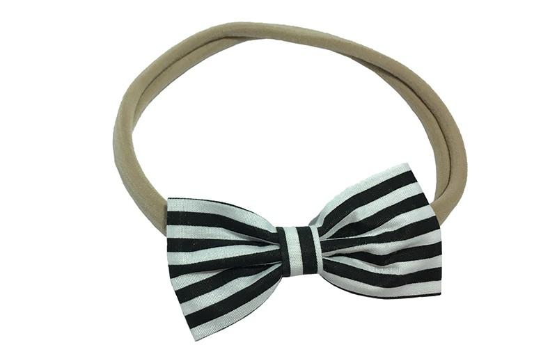 Vrolijk, stoer! Baby, peuter, meisjes haarbandje van zacht nylon.  Met daarop een strikje van zwart met witte streepjesstof. Het strikje is ongeveer 7 centimeter.  Het haarbandje is rekbaar en daardoor te gebruiken voor kleine en grotere meisjes.
