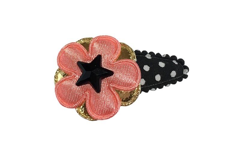 Vrolijk zwart gestippeld peuter haarspeldje.  Met een glanzend goud bloemetje en een koraalroze bloemetje.  Afgemaakt met een zwart sterretje.