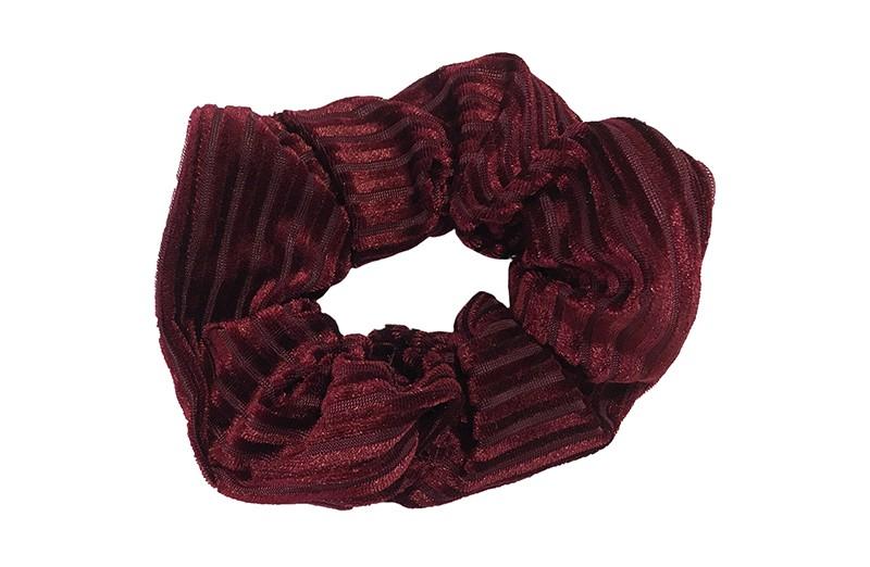 Leuke bordeaux rode stoffen scrunchie (groot) in streepjeslook. Heel makkelijk een leuk kapsel met deze populaire elastieken. Geschikt voor klein en groot. Meisjes, tieners en dames.
