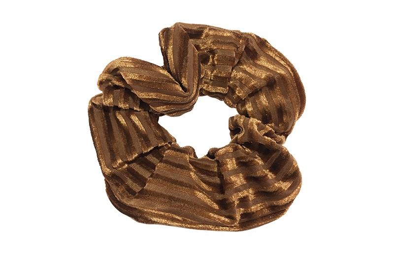 Leuke bruine stoffen scrunchie (groot) in streepjeslook. Heel makkelijk een leuk kapsel met deze populaire elastieken. Geschikt voor klein en groot. Meisjes, tieners en dames.