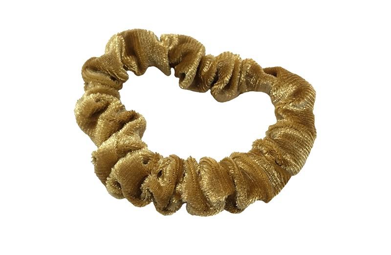 Leuke Camel bruine fluweel stoffen scrunchie.  Van lekker zacht materiaal.  Heel makkelijk een leuk kapsel met deze populaire elastieken.  Geschikt voor klein tot groot. Van peuter en kleuter meiden tot tiener meiden.