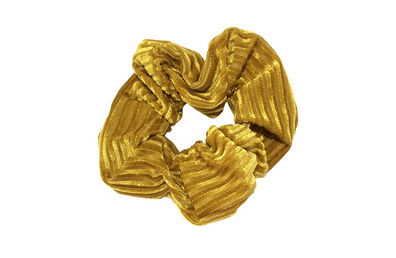 Leuke goud (gele) stoffen scrunchie (groot) in streepjeslook. Heel makkelijk een leuk kapsel met deze populaire elastieken.  Geschikt voor klein en groot. Meisjes, tieners en dames.