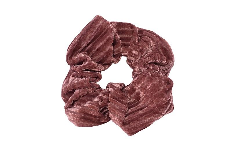 Leuke donker oudroze stoffen scrunchie (groot) in streepjeslook.  Heel makkelijk een leuk kapsel met deze populaire elastieken. Geschikt voor klein en groot. Meisjes, tieners en dames.