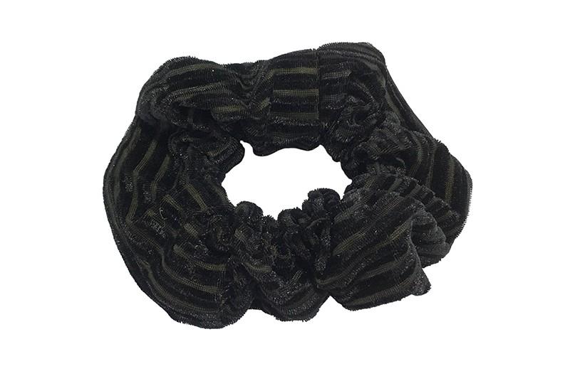 Leuke zwart stoffen scrunchie (groot) in streepjeslook.  Heel makkelijk een leuk kapsel met deze populaire elastieken.  Geschikt voor klein en groot. Meisjes, tieners en dames.