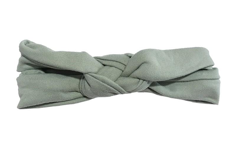 Leuk smal stoffen baby peuter haarbandje groen.  In een dubbel in elkaar geknoopt modelletje.  Van lekker zachte rekbare stof. Geschikt tot ongeveer 1.5 a 2 jaar. Het haarbandje is ongeveer 3.5 centimeter hoog.