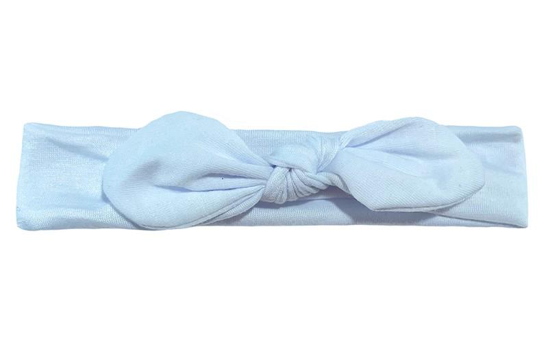 Schattig wit smal stoffen baby peuter haarbandje.  Geknoopt in een leuk modelletje.  Het haarbandje is van zachte rekbare stof, geschikt tot en met ongeveer 2 a 3 jaar.