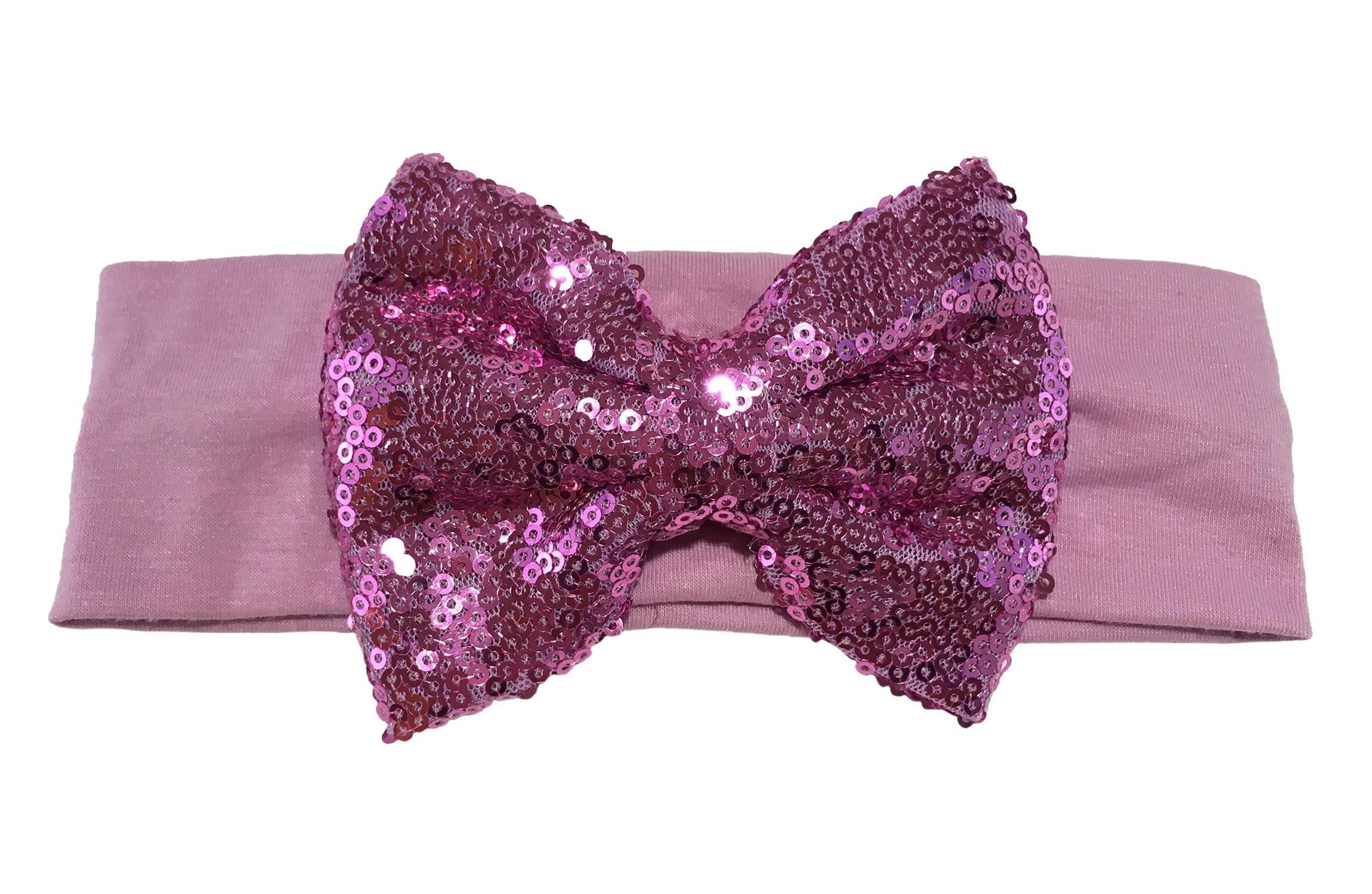 Leuke lila stoffen baby, peuter, meisjes haarband.  Van zachte rekbare stof.  Met een grote lila paarse strik met pailletjes van ongeveer 11 centimeter breed. Niet uitgerekt is het haarbandje ongeveer 18 centimeter en 5.5 centimeter breed.