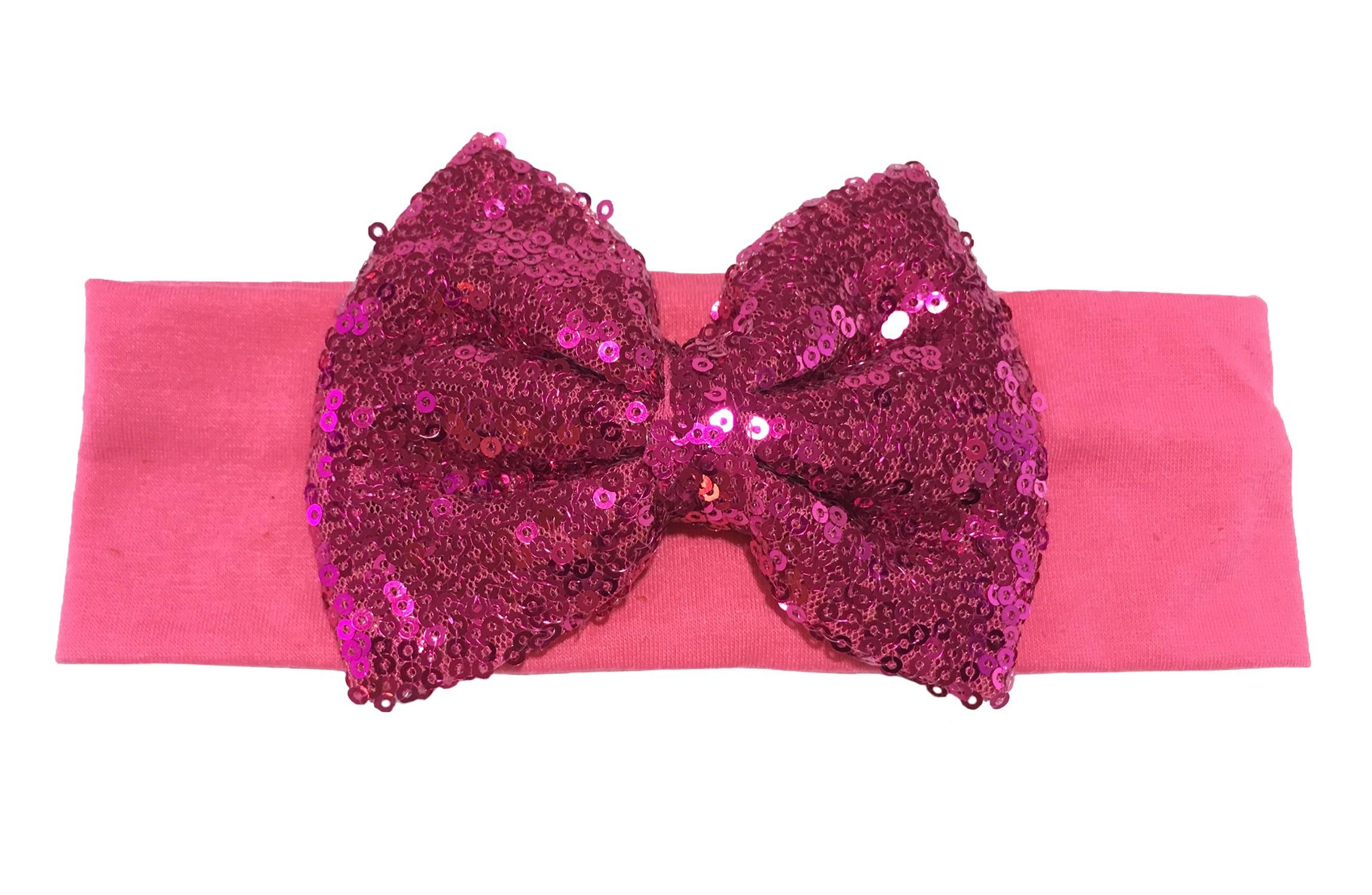 Leuke fel roze stoffen baby, peuter meisjes haarband.  Van zachte rekbare stof.  Met een grote roze strik met pailletjes van ongeveer 11 centimeter breed. Niet uitgerekt is het haarbandje ongeveer 18 centimeter en 5.5 centimeter breed.