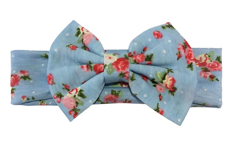 Vrolijk licht blauw stoffen baby peuter haarbandje met roze bloemmotiefjes.  Met een grote stoffen strik van dezelfde vrolijke stof.  Het bandje is van rekbare zachte stof ongeveer 5 centimeter breed.
