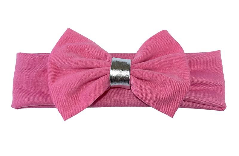 Schattige licht roze baby haarband van rekbare stof.  Met een grote licht roze stoffen strik en een zilverkleurig bandje.