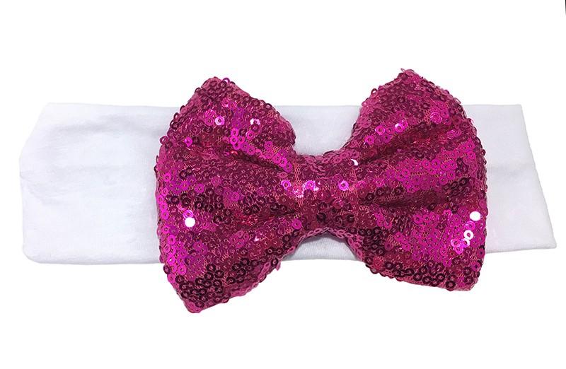 Leuke witte stoffen baby, peuter, meisjes haarband. Van zachte rekbare stof.  Met een grote fel roze strik met pailletjes van ongeveer 11 centimeter breed. Niet uitgerekt is het haarbandje ongeveer 18 centimeter en 5.5 centimeter breed.