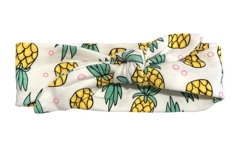 Vrolijk stoffen peuter kleuter haarbandje. Met geel groen ananas printje.  Het haarbandje is van zachte rekbare stof, makkelijk zelf te knopen. Zo kun je lang plezier hebben van dit leuke haarbandje.  Het haarbandje is op het breedste deel gemeten ongeveer 6.5 centimeter breed.