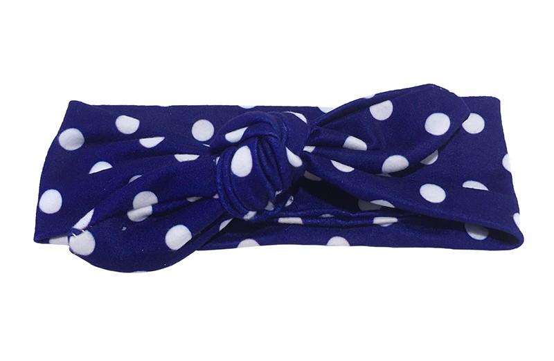 Leuk baby, peuter, meisjes knoop haarbandje. Van zachte blauw stof met witte stippen.  Dit haarbandje is van rekbare stof en heel makkelijk zelf te knopen zo kun je lang plezier hebben van dit leuke haarbandje.  Het haarbandje is ongeveer 5.5 centimeter breed.
