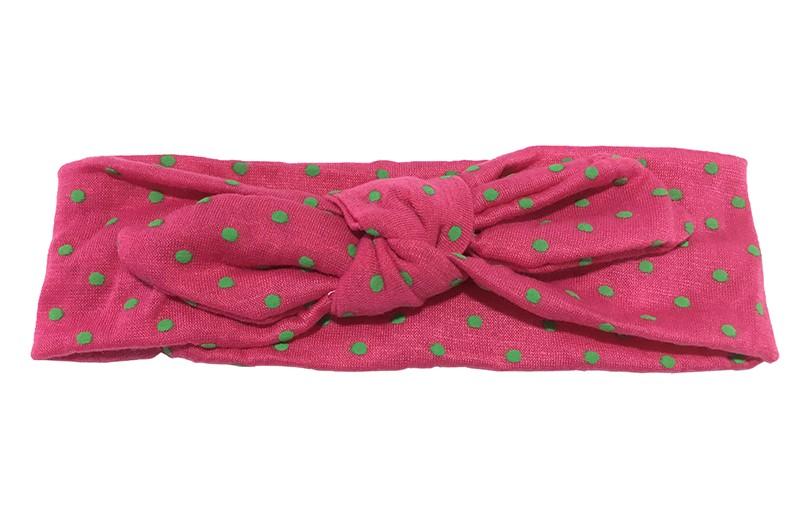 Vrolijk fuchsia roze stoffen baby, peuter, meisje haarbandje met groene stippeltjes.  Van zachte rekbare stof in vrolijk geknoopt modelletje.  Het haarbandje is ongeveer 6 centimeter breed.