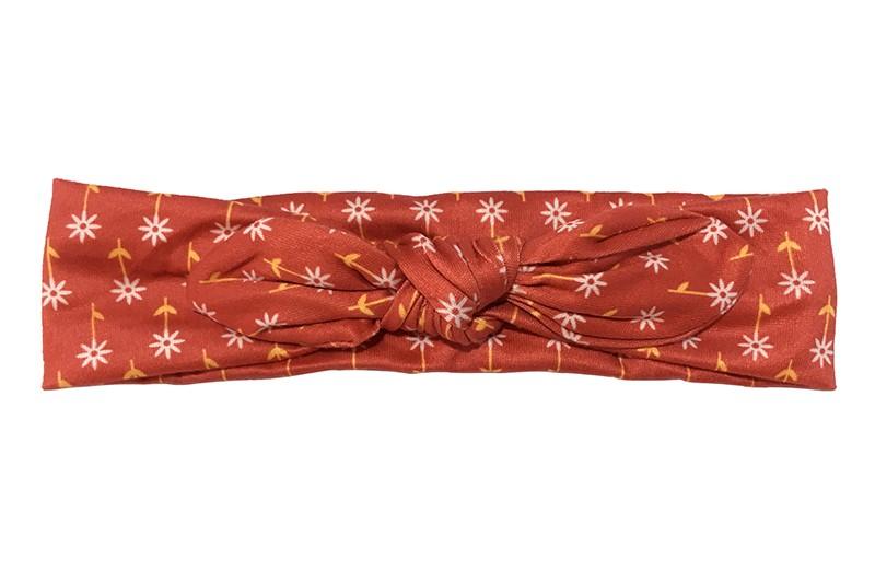 Schattig rood stoffen peuter kleuter meisjes haarbandje. Met vrolijke bloemmotiefjes. Geknoopt in een leuk modelletje.  Het haarbandje is van dunne goed rekbare stof, geschikt vanaf 2 tot en met ongeveer 6 jaar.