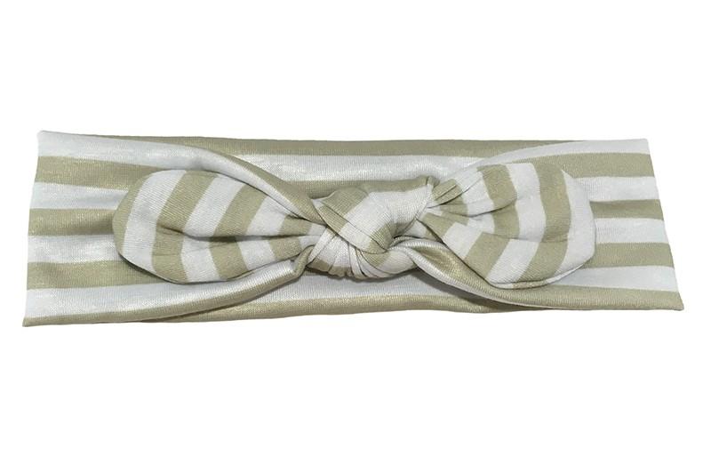 Leuk geknoopt baby, peuter meisjes haarbandje.  Van glanzende zand, grijs met wit gestreepte stof. Dit haarbandje is van goed rekbare glanzende stof. Het haarbandje is ongeveer 5 centimeter breed.