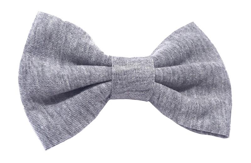 Leuke grijze zacht stoffen haarstrik. De strik is ongeveer 9 centimeter breed. Op een handige alligatorknip van 4.5 centimeter.