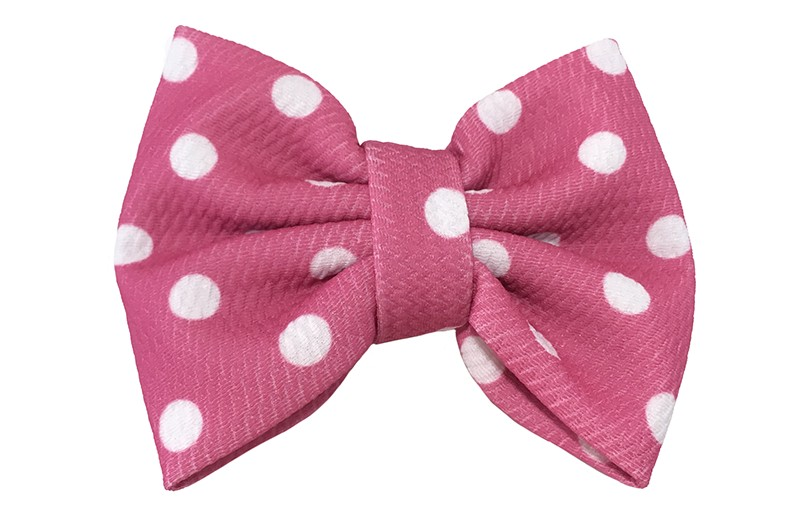 Vrolijke extra grote roze stoffen haarstrik met witte stippels.  Op een handige haarknip met kleine tandjes van ongeveer 5.5 centimeter.