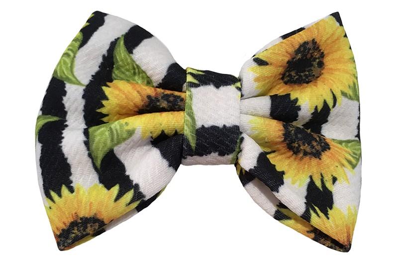 Vrolijke extra grote stoffen haarstrik zwart wit gestreept.  Met een leuk zomers zonnebloemen printje.  Op een handige haarknip met kleine tandjes van ongeveer 5.5 centimeter.