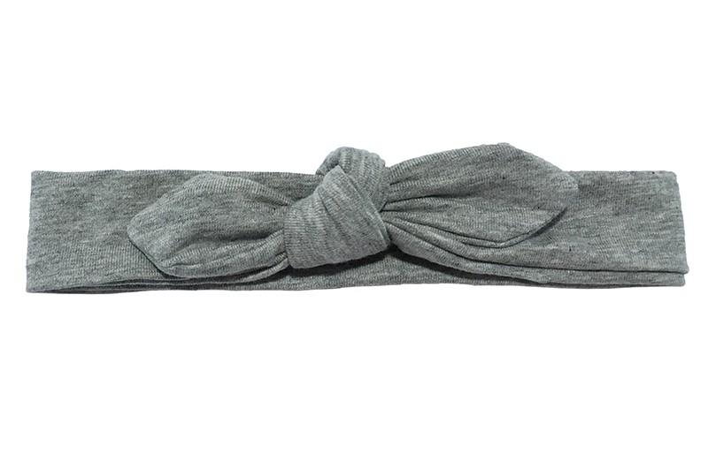Lief smal (donker)grijs peuter haarbandje.  Van zachte rekbare stof. Geschikt tot en met ongeveer 3 jaar.  Geknoopt in een leuk modelletje. Het haarbandje is ongeveer 3 centimeter hoog.