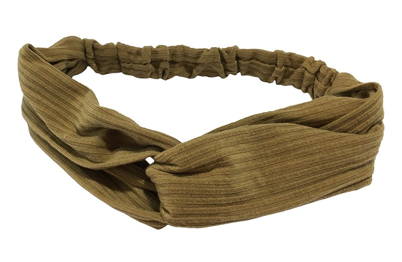 Leuk camel / zand bruin stoffen twist haarbandje.  Van zachte rekbare streepjes stof. Geknoopt in vrolijk twist modelletje.  Het haarbandje is geschikt voor grotere meisjes vanaf ongeveer 7 jaar, tieners, dames.