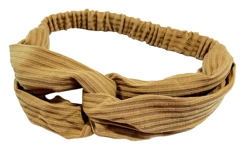 Leuk camel bruin stoffen twist haarbandje.  Van zachte rekbare streepjes stof. Geknoopt in vrolijk twist modelletje.  Het haarbandje is geschikt voor grotere meisjes vanaf ongeveer 7 jaar, tieners, dames.