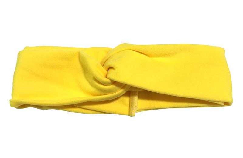 Schattig geel stoffen baby peuter, meisjes haarbandje.  Dit haarbandje is leuk in elkaar gedraaid in een 'twist' model. Van zachte goed rekbare stof.  Geschikt voor baby en peuter meisjes, tot ongeveer 4 jaar.  Het haarbandje is ongeveer 5 centimeter breed.