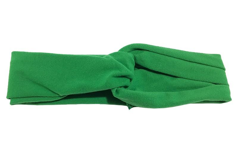 Schattig groen stoffen baby peuter meisjes haarbandje.  Dit haarbandje is leuk in elkaar gedraaid in een 'twist' model. Van zachte goed rekbare stof.  Geschikt voor baby en peuter meisjes, tot ongeveer 4 jaar.  Het haarbandje is ongeveer 5 centimeter breed.