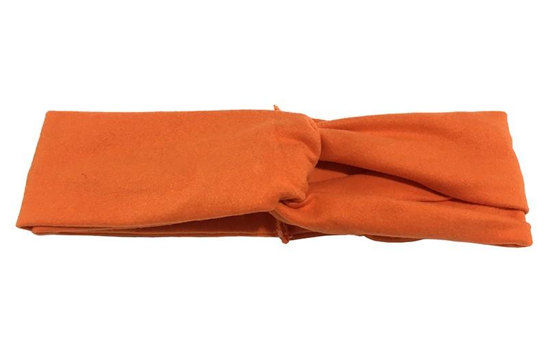 Schattig oranje stoffen baby peuter meisjes haarbandje.  Dit haarbandje is leuk in elkaar gedraaid in een 'twist' model. Van zachte goed rekbare stof.  Geschikt voor baby en peuter meisjes, tot ongeveer 4 jaar.  Het haarbandje is ongeveer 5 centimeter breed.