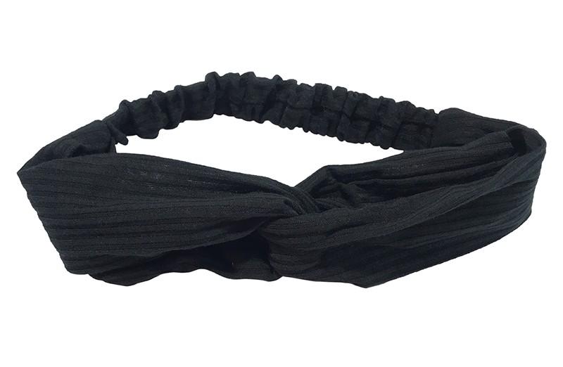 Leuk zwart stoffen twist haarbandje.  Van zachte rekbare streepjes stof. Geknoopt in vrolijk twist modelletje.  Het haarbandje is geschikt voor grotere meisjes en tieners.