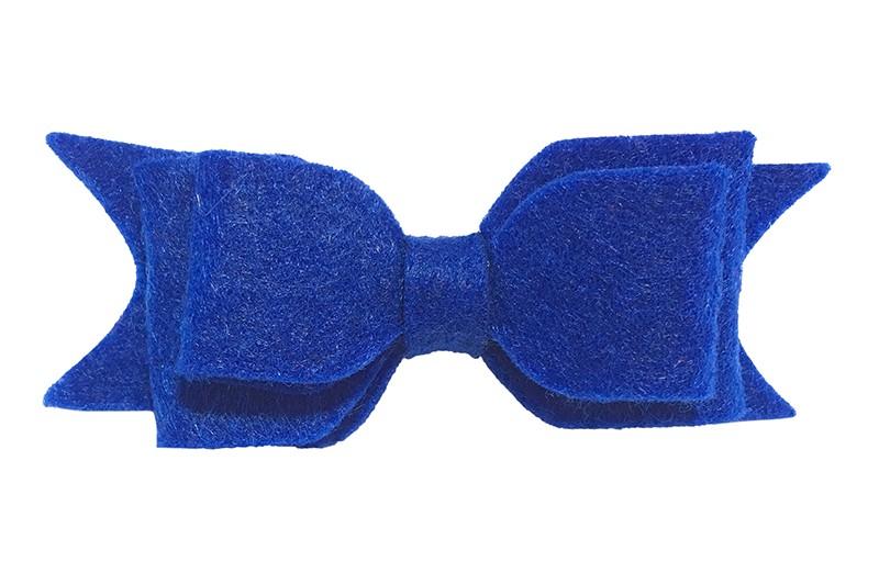 Leuke haarstrik van kobalt blauw vilt . Op een handige alligatorknip van 4.5 centimeter.