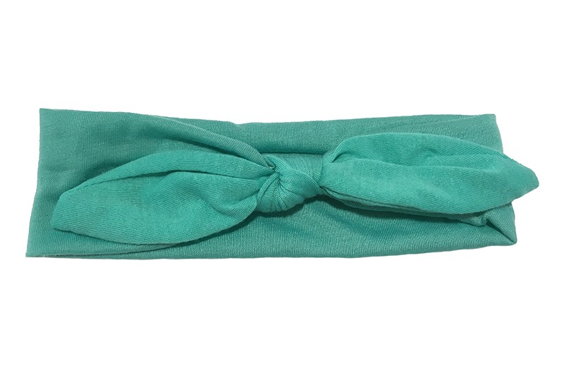 Lief effen licht (jade) groen baby peuter haarbandje van zachte rekbare stof.  In een leuk modelletje geknoopt.  Het haarbandje is ongeveer 5 centimeter breed.