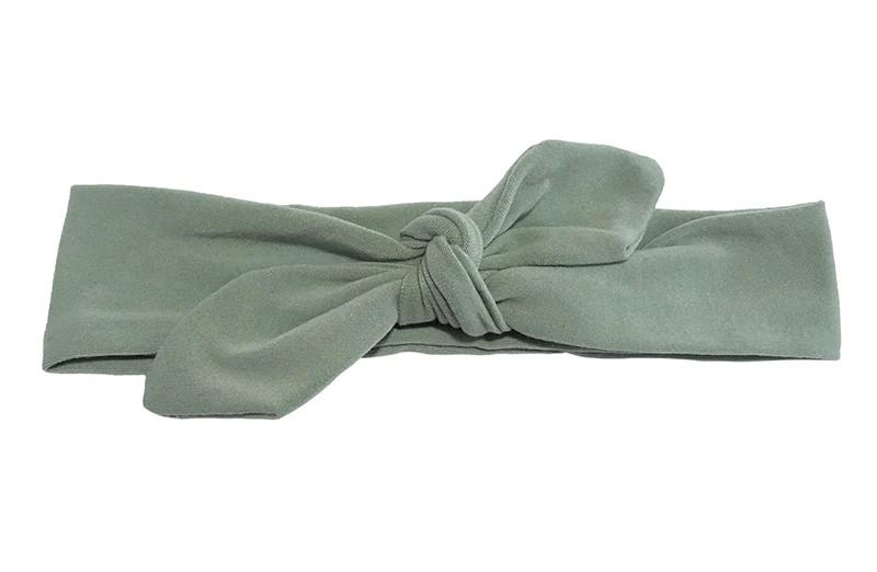 Lief smal stoffen baby peuter haarbandje groen.  Van lekker zachte rekbare stof. Geschikt tot ongeveer 3 jaar. Het haarbandje is makkelijk zelf te knopen, daardoor kun je wat langer plezier hebben van het leuke haarbandje.  Het haarbandje is ongeveer 3 centimeter hoog.