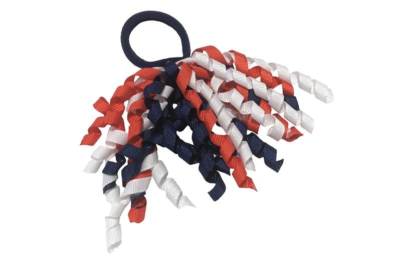 Vrolijk donkerblauwe haarelastiek met gekrulde lintjes in rood wit blauw.  Met deze leuke elastieken altijd en heel makkelijk een vrolijk kapsel. Ook leuk per twee stuks.