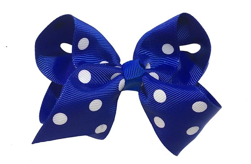 Leuke grote kobalt blauwe meisjes haarstrik van lint.  Met vrolijke witte stippen.  Op een platte haarknip van 4.5 centimeter bekleed met lint. De strik heeft een afmeting van ongeveer 10 centimeter.