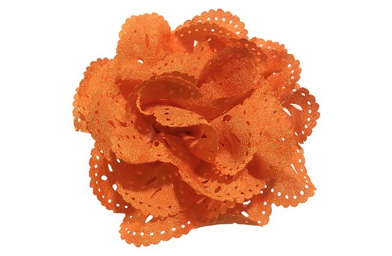 Hollands gekleurd!  Mooie oranje stoffen haarbloem in kantlook. Op een handig alligator knipje.