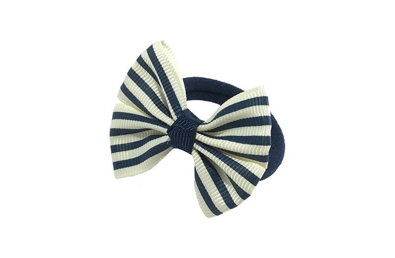 Vrolijk donkerblauw haarelastiekje.  Met een donkerblauw, wit strikje met vrolijk streepjes printje.  Het strikje is ongeveer 5 centimeter.
