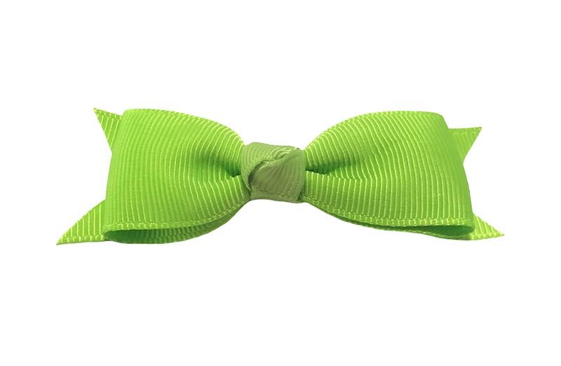 Mooi haarstrikje van (fel) groen lint op een handig alligatorknipje. Leuk voor kleine meisjes en grotere meisjes.