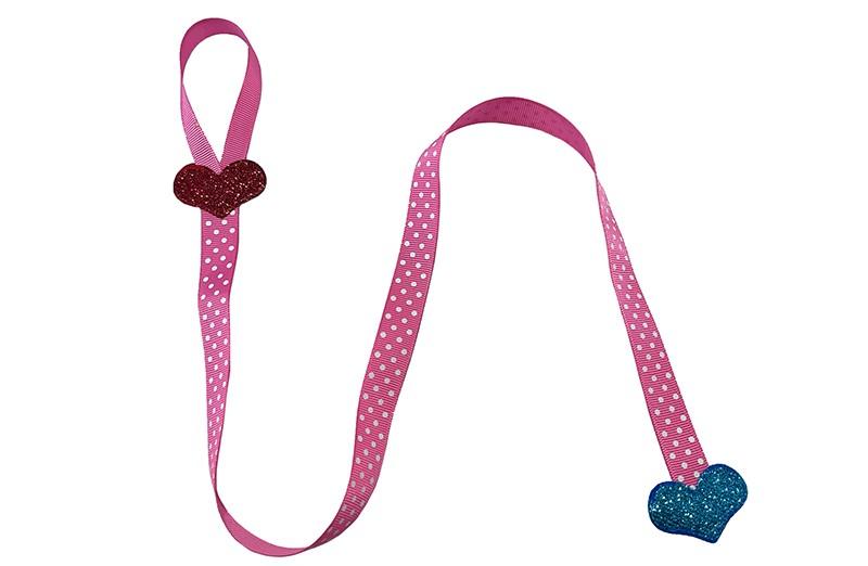 Vrolijk roze met wit gestippeld bewaarlint voor haarspeldjes en haarstrikken. Met een rood en een fel blauw glitter hartje.  Het lint om de speldjes en strikjes aan te knippen is ongeveer 57 centimeter lang.