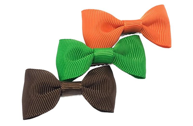 Leuk setje van 3 haarstrikjes in de kleurtjes goen, oranje en bruin.  Op een handig alligator knipje van ongeveer 3.5 centimeter.