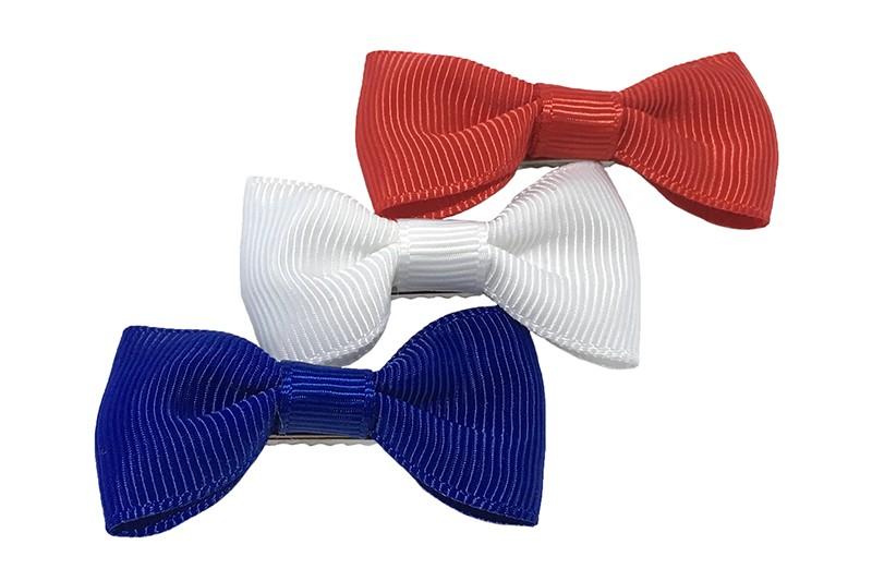 Leuk setje van 3 haarstrikjes in de kleurtjes rood, wit en blauw.  Op een handig alligator knipje van ongeveer 3.5 centimeter.
